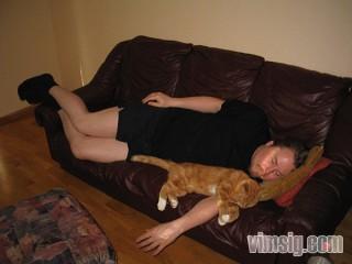 herr m och katten sover gott