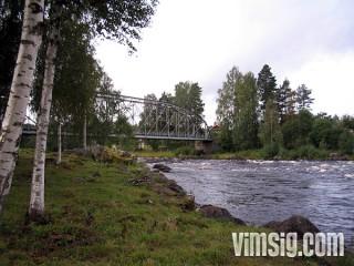 bro över forsen