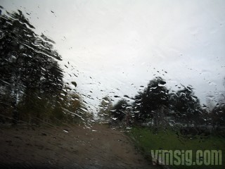 regnar fortfarande
