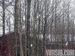09.45 - och så snöar det, fast det inte ligger kvar