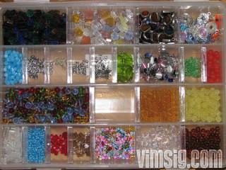 10.45 - sorterar ner lite pärlor i en av mina askar