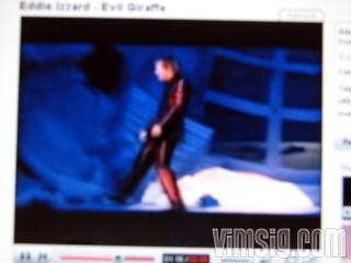 21.45 - kollar klipp med eddie izzard på youtube