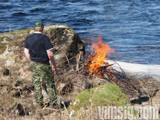 mattias tittar till där s eldar