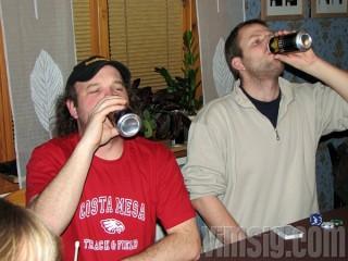 KB och A ägnar sig åt synkroniserat drickande