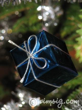 julklapp i granen