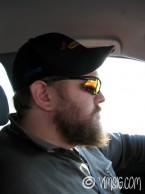 Mattias kör bil.