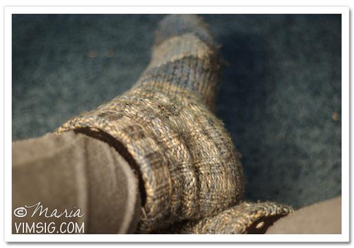 raggsocksklädda fötter