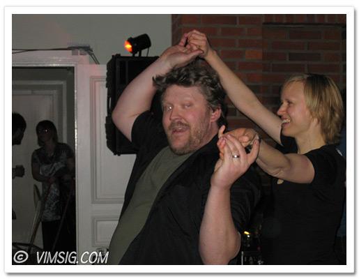Mattias fick dansa en del. Först med Ingela...