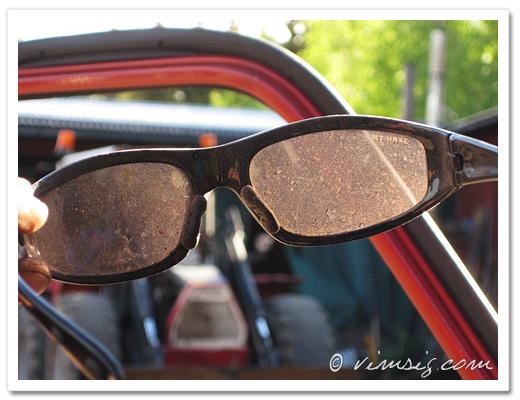 mycket dammiga solbrillor