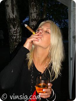 värdinna med cigarr