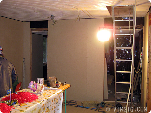 vägg mellan klädkammare och gästrum