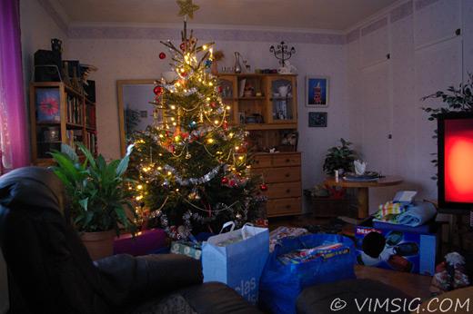 julgran och massor av julklappar