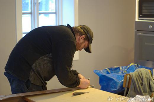 Mattias arbetar med huset