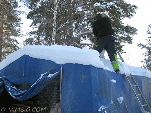 mattias skottar på tältet