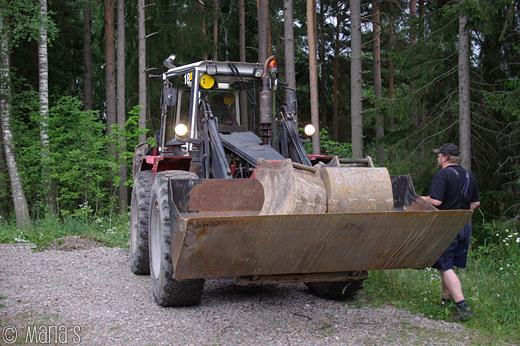 traktorgrävaren på plats