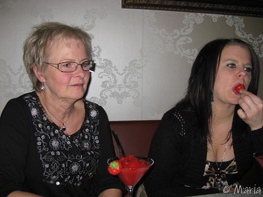 Chefen och Mia med välkomstdrinken