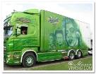Väldigt fränt lackerad lastbil.