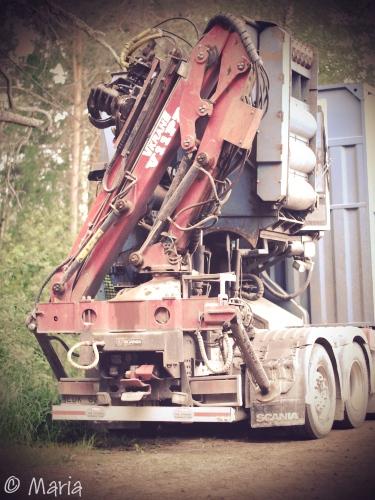 lastbil med flishugg