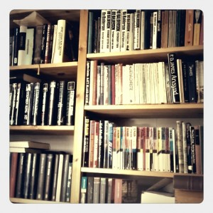 rörig bokhylla